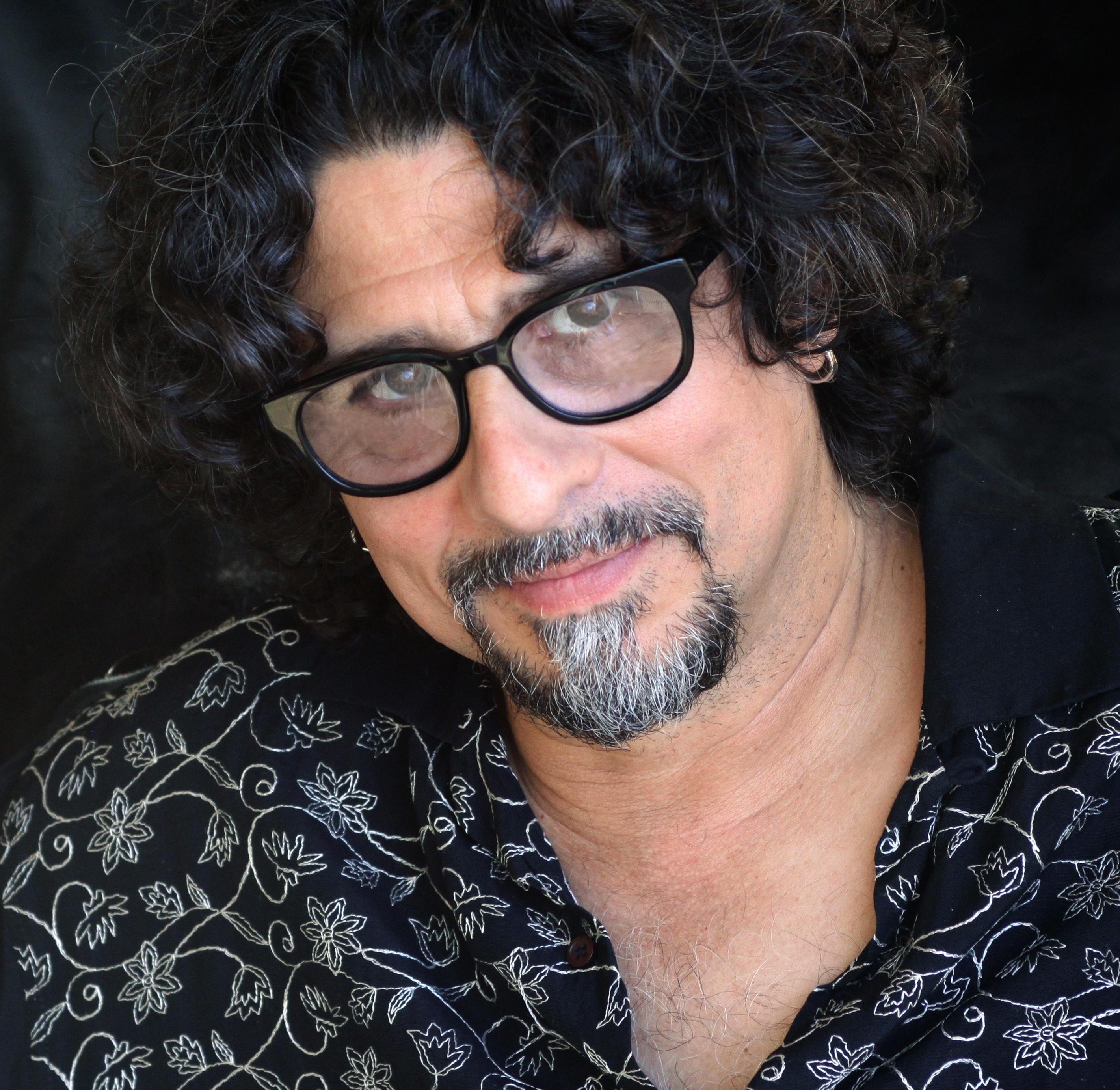 Longtime singer-songwriter Dan Navarro will perform Friday at the Kennett Flash.